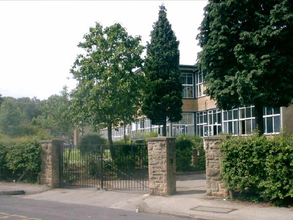 image of th entrance to Margaret Gllen-Bott School